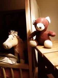 Bär und Pferd