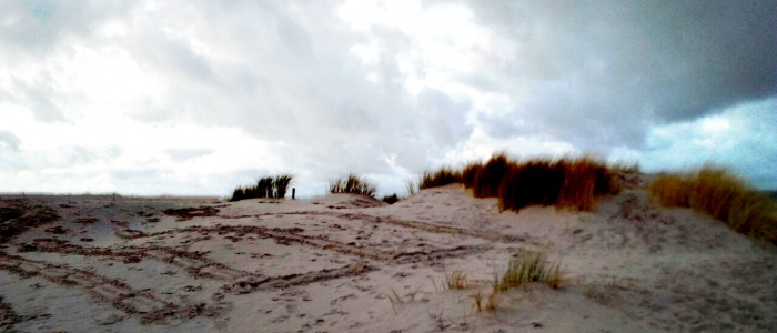 Hinter der Düne ist die Ostsee