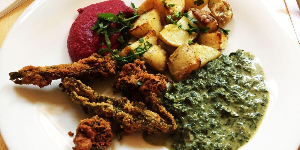 Hauptgericht: Rote Beete-Pürre, Beinwellnester, Spinat-Giersch