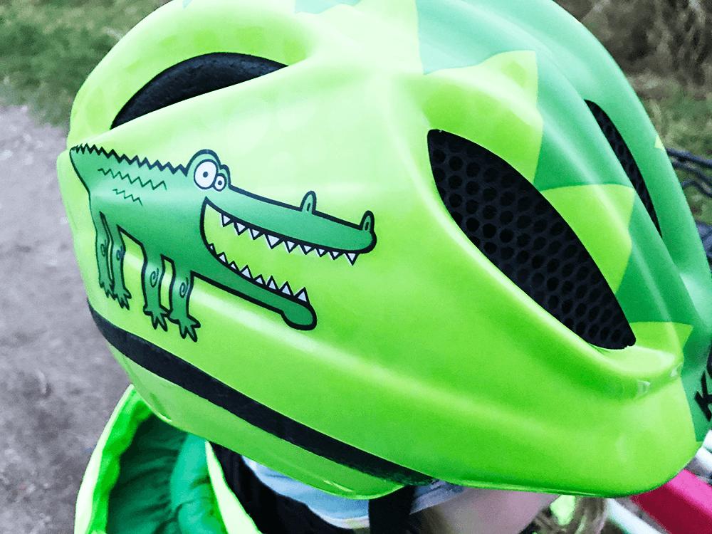 grüner Fahrradhelm